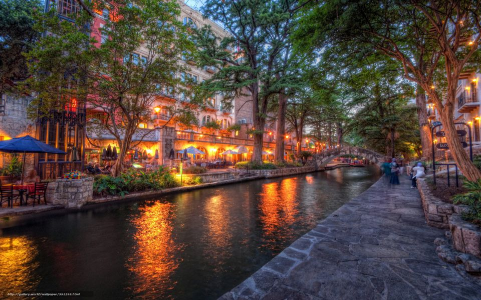 San Antonio Texas River Walk,River Walk is a city park and network of walkways along the banks of the San Antonio River, it is lined with bars, restaurants and shops.The River Walk is an important part of the city's urban fabric and a tourist attraction. It has a side walk along the river and you can also do river trips in small tourist boats.www.mysupertours.com......#sanantonio...