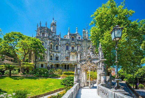 Quinta da Regaleira is a domain located in Sintra and belongs to the World Heritage of Unesco. The four-hectare domain contains a house, a park with fountains and various pavilions, a chapel with an underground crypt. The domain also contains two initiation wells that descend nine stories below ground. Subterranean passages are connected to each level that lead through a labyrinth of corridors.